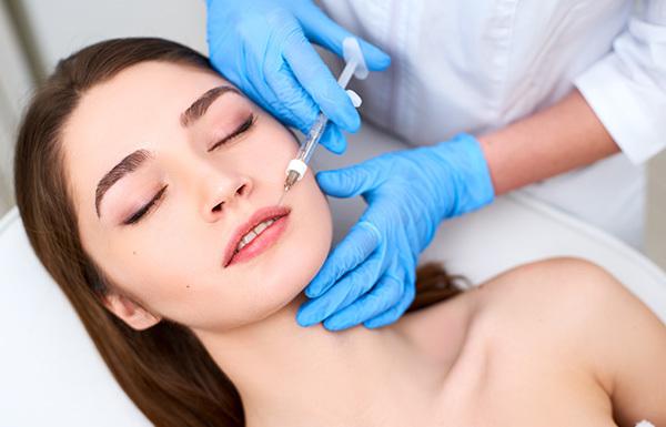 remplissage des lèvres par acide hyaluronique